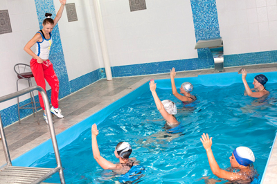 В чем ходить к бассейну в отеле
